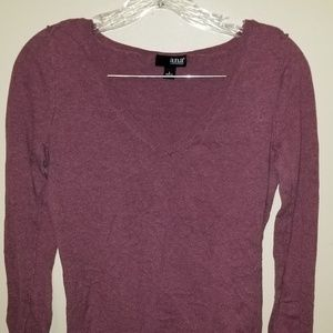 Low V-neck sweater